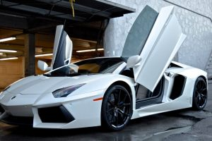 lamborghini-at-car-wash-white-supercar-los-angeles