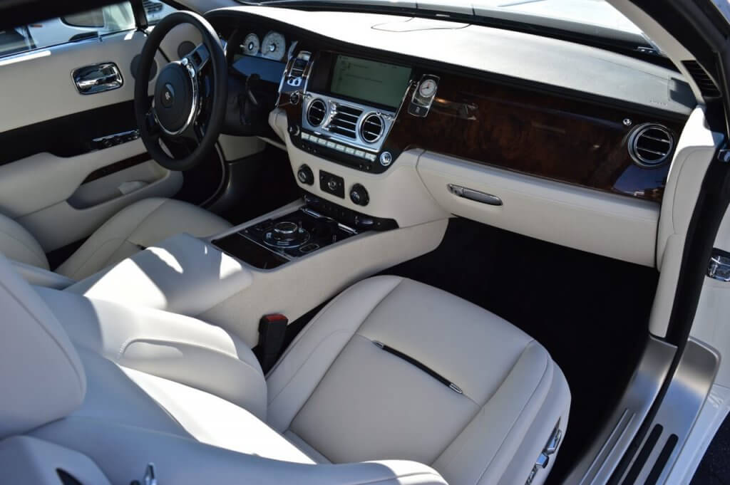 rolls royce interior white leather and wood grain dash beverly hills 777 exotic car rental los. Black Bedroom Furniture Sets. Home Design Ideas