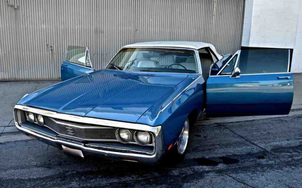 69 CHRYSLER NEWPORT front view