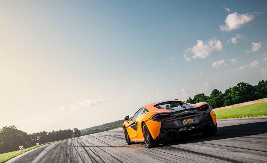 2017-McLaren-570S-105-876x535