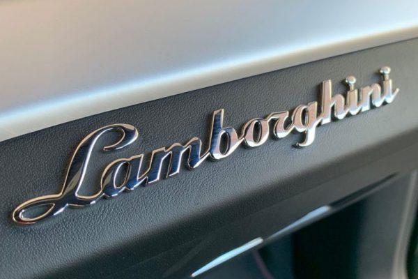 lamborghini-emblem-op-600x400 Lamborghini Urus Rental