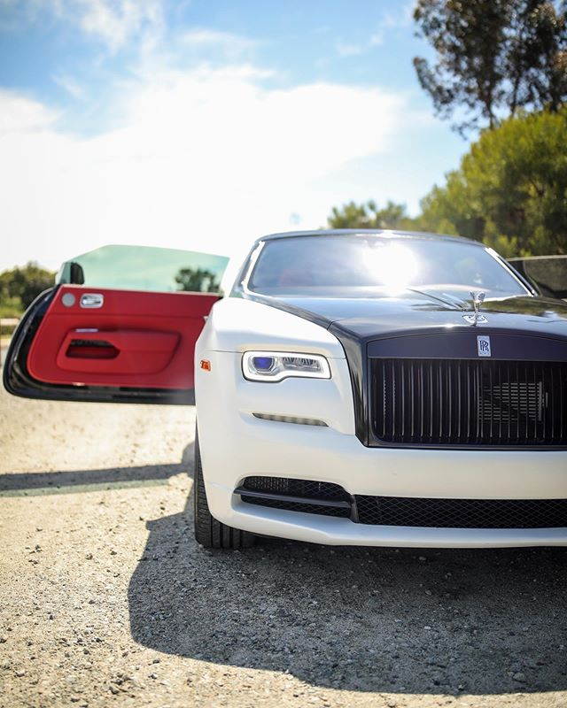 Rolls Royce Dawn Front View